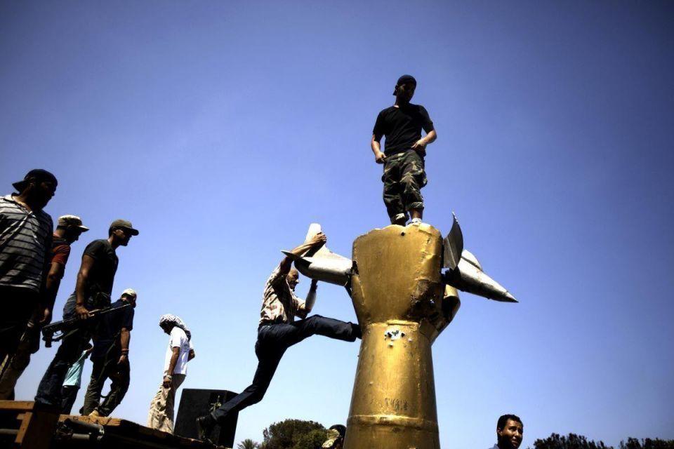 Rebels give Gaddafi diehards surrender deadline