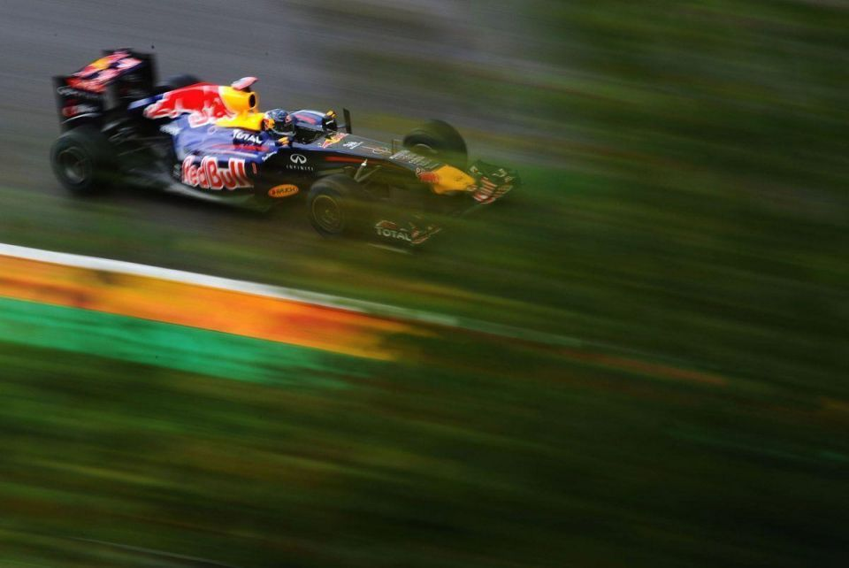 Red Bull's Vettel pips Hamilton to the post at Belgian GP pole