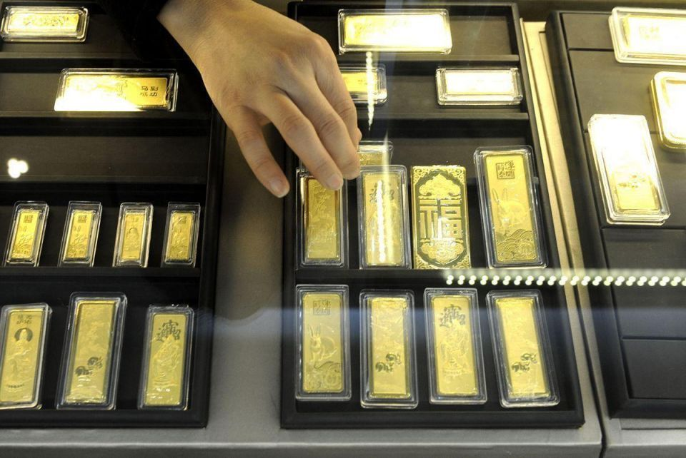 Gold falls as dollar firms, fear sweeps markets