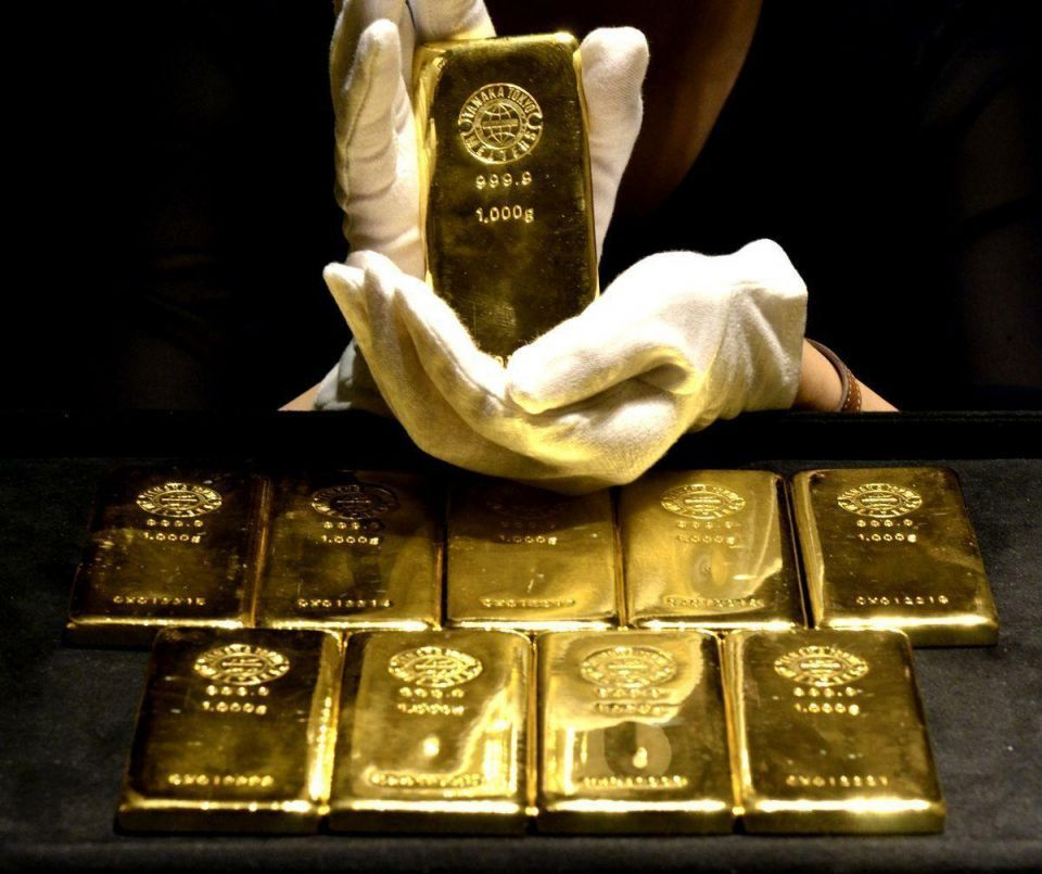 Gold steady after Europe downgrades; dollar pressures