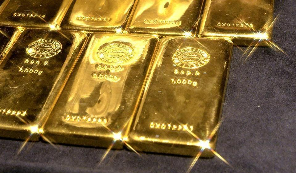 Gold makes run toward $1,300 as risk flares from UK to MidEast