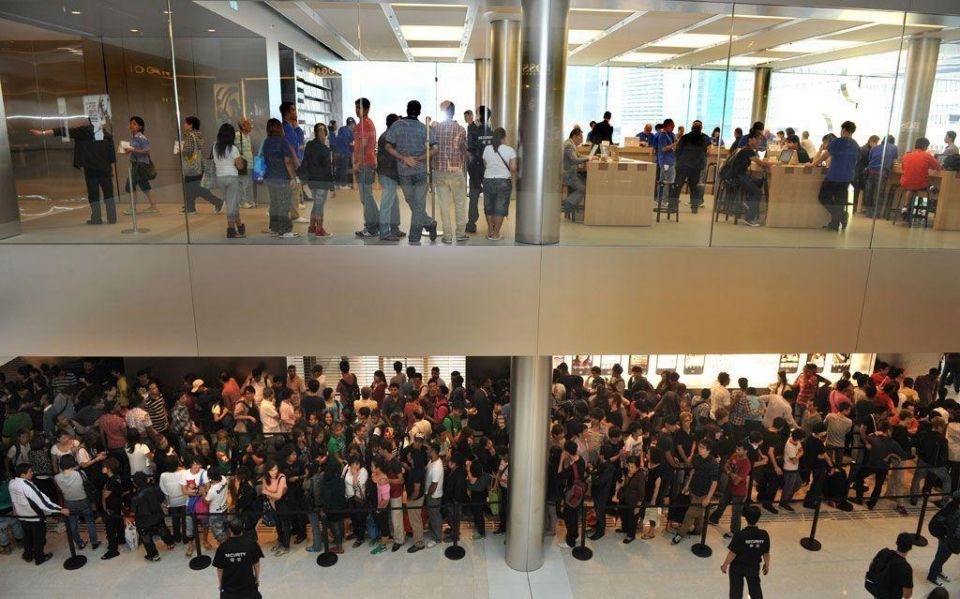 Apple fans queue overnight to nab new iPhone