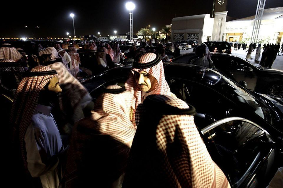 Saudi Arabia gathers to bury Prince Sultan