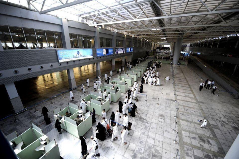 "Jeddah passport control officer ""manhandled"" impatient passenger"