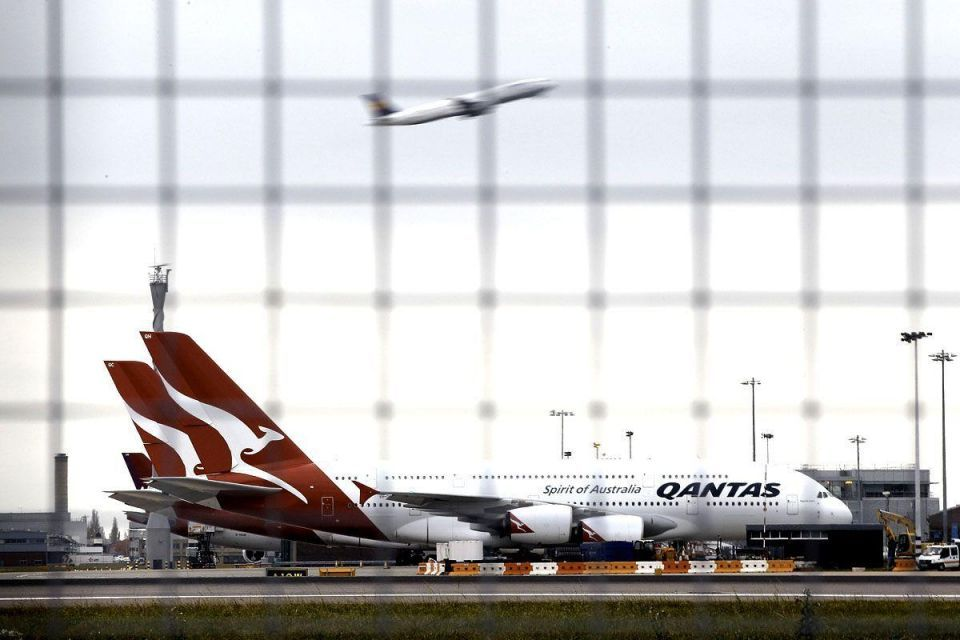 Qantas posts loss, cancels Dreamliner orders to cut costs