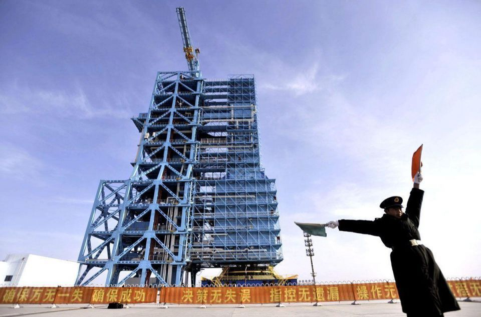 Chinese rocket blasts off for first space docking