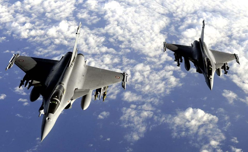 French jets first to strike suspected IS target in Iraq