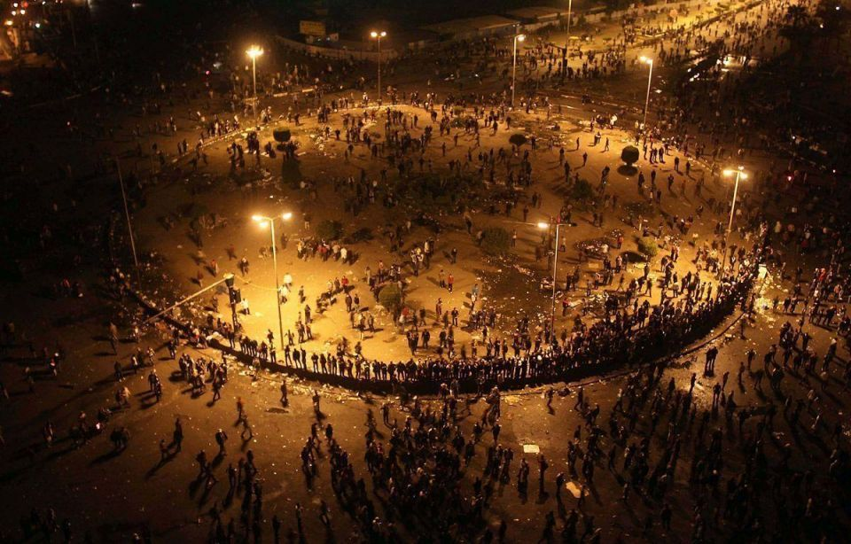 Thousands of protesters seal off Tahrir Square