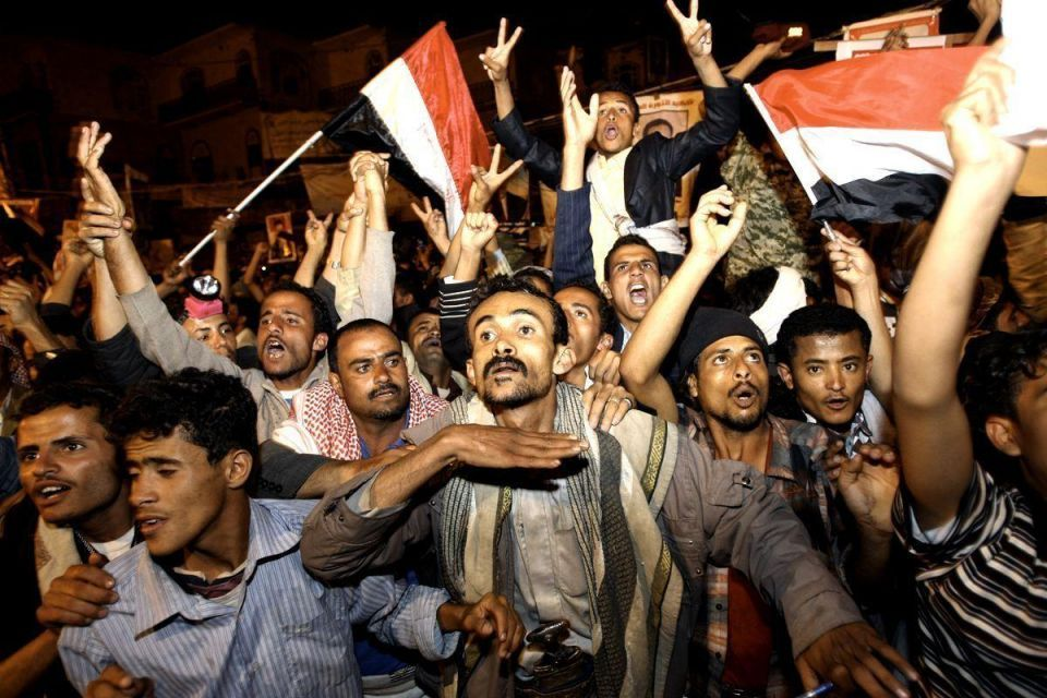 Yemen's president signs deal to hand over power