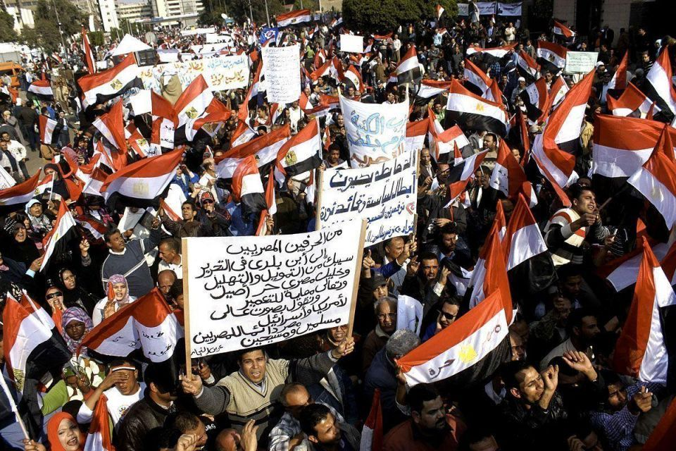 Eight killed, 303 hurt in new clashes in Egypt