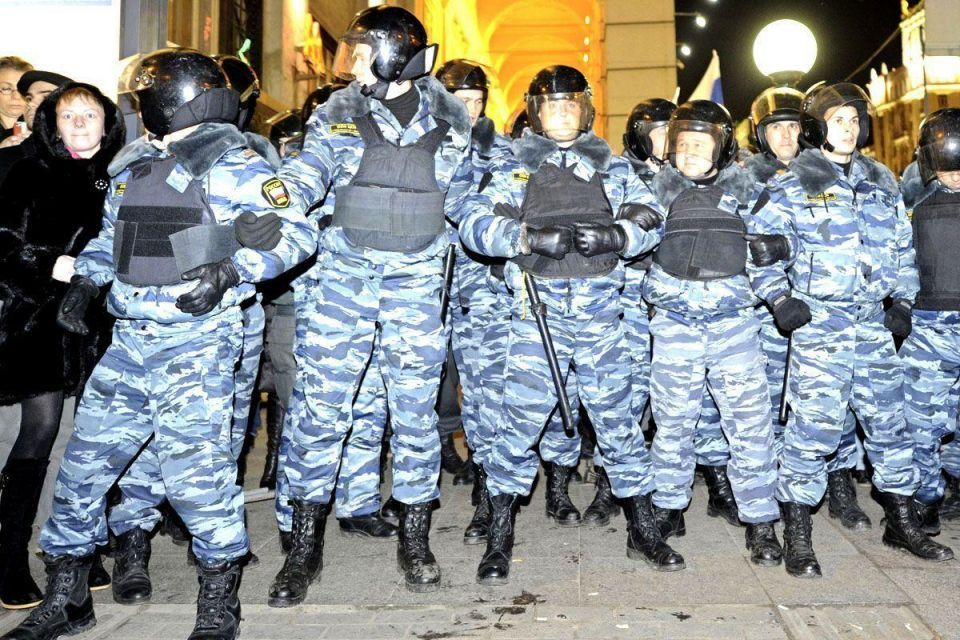 Russian riot police crack down on anti-Putin protests