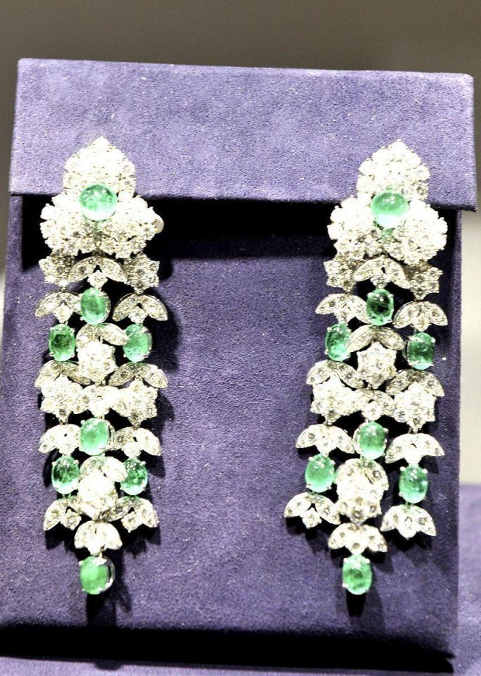 Auction of Elizabeth Taylor's jewels sets world record