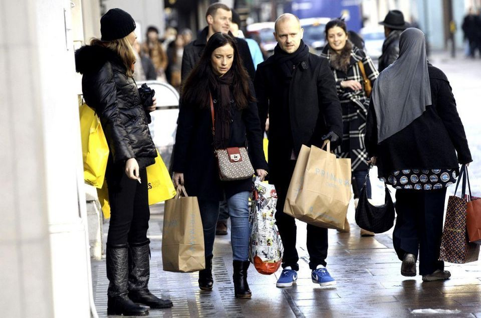 Retailers make final push to ring up Christmas sales