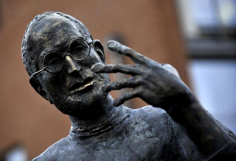 Bronze statue of Steve Jobs unveiled in Hungary
