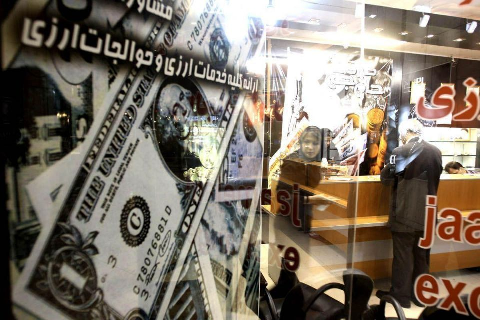 Iran bazaar sees rush to dump rial as sanctions squeeze