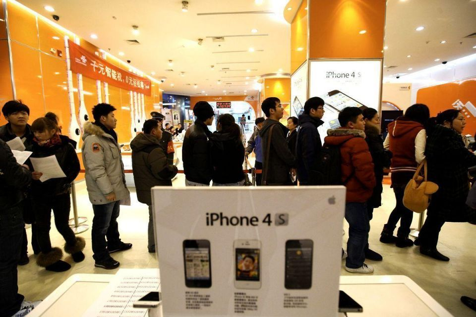 Apple's profit doubles on record holiday iPhone sales