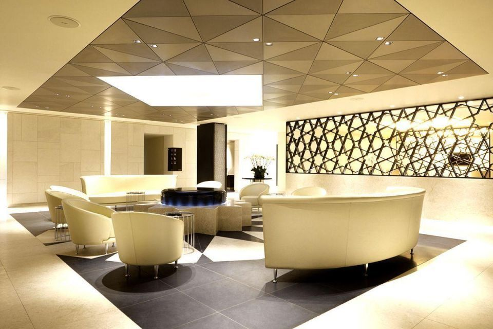 Tour Qatar Airways luxury lounge in Heathrow Airport