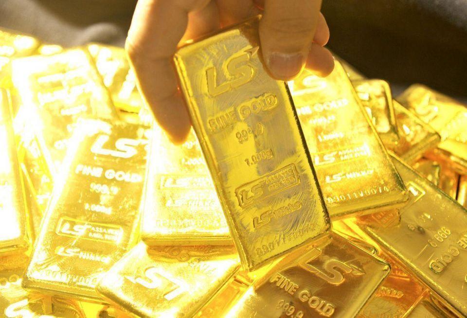 Gold edges up 1% after plunge on Bernanke