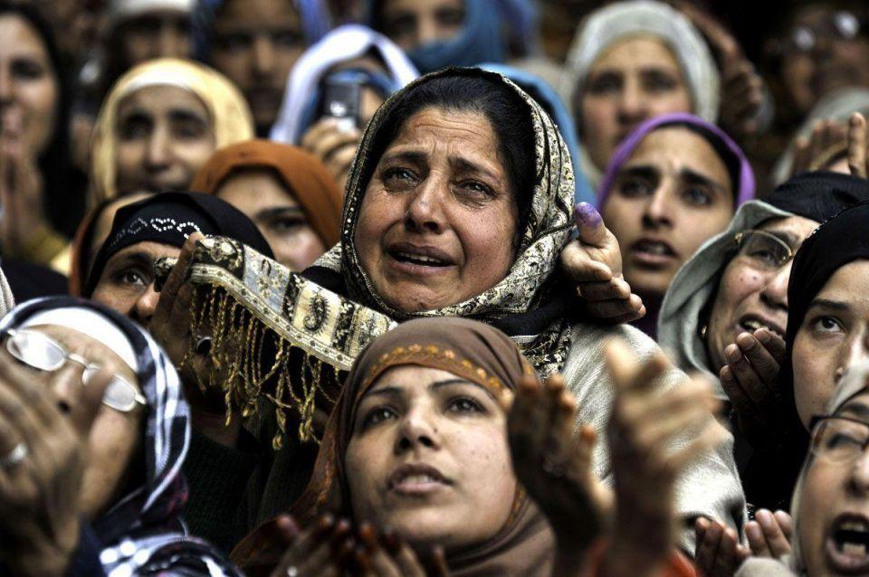 Kashmiri Muslims mark Urs