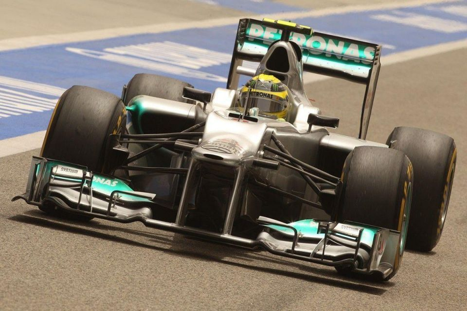 Rosberg claims pole for Mercedes in Bahrain