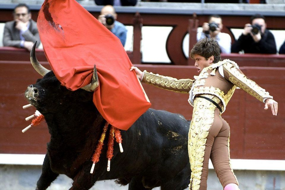 Spanish bullfighter's take to the stage in Madrid