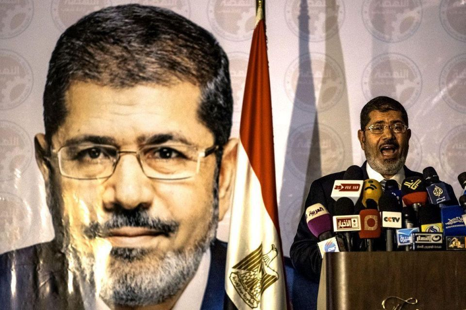 Egypt's Mursi to meet judges over power grab