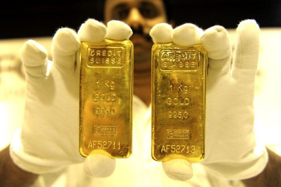 Gold rises due to physical demand, weaker dollar