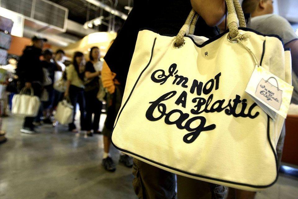 Qatari investor group snaps up stake in luxury handbag firm
