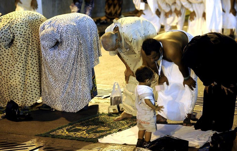 Pilgrims descend on Makkah for hajj