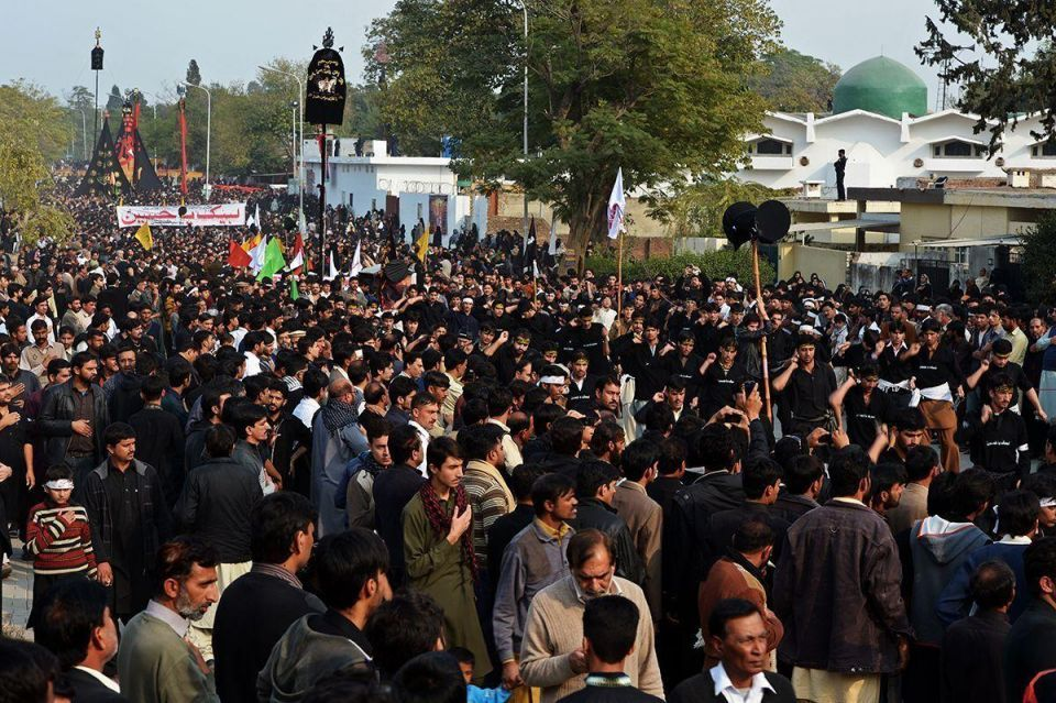 Blast at Shi'ite procession kills seven in Pakistan