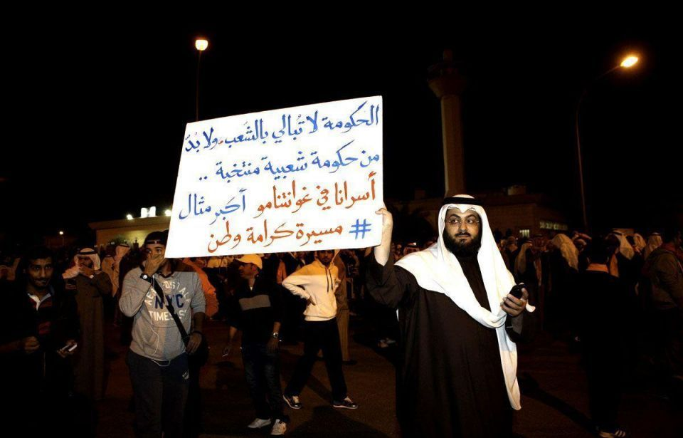 Riot police fire tear gas at Kuwaiti protesters