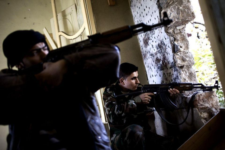 Qatar hands $100m to Syrian rebels