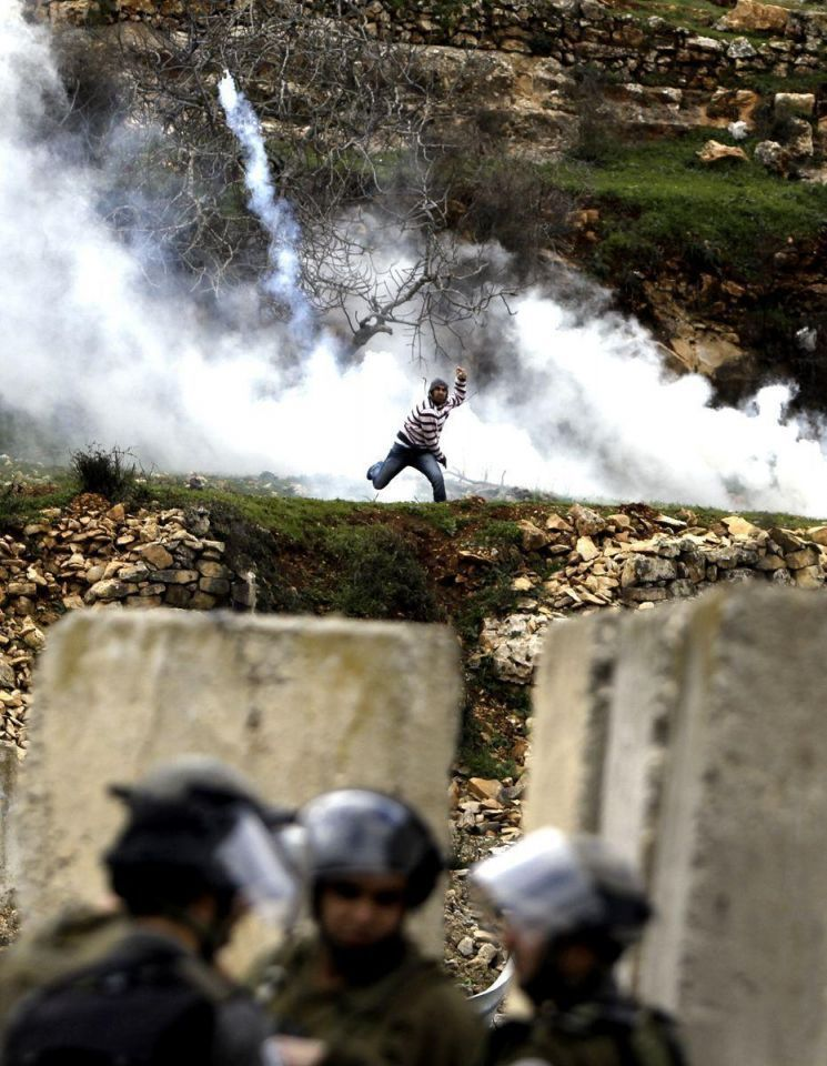 Palestinian students clash with Israeli security forces