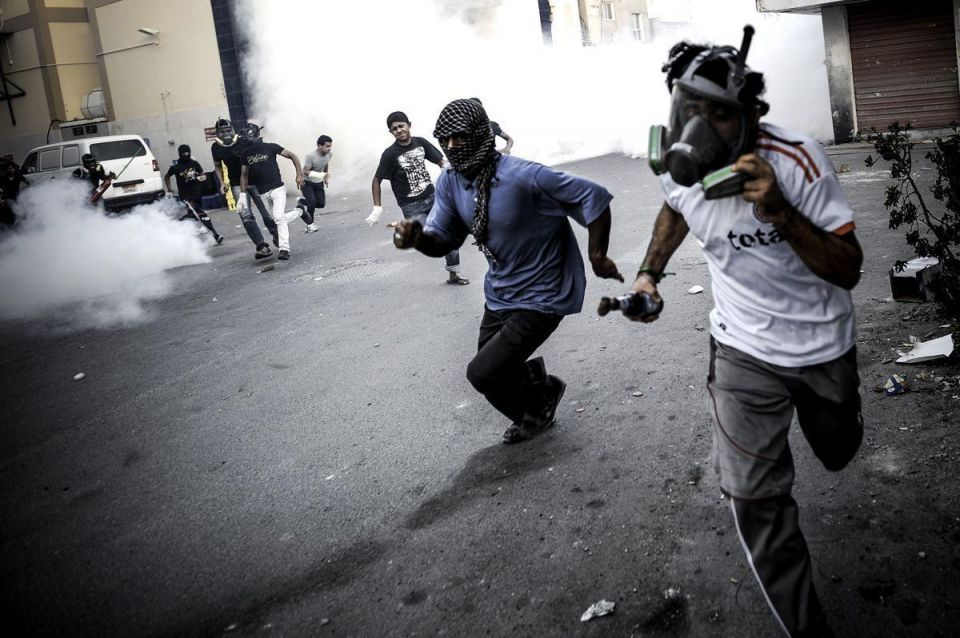Bahrain protesters throw petrol bombs at police
