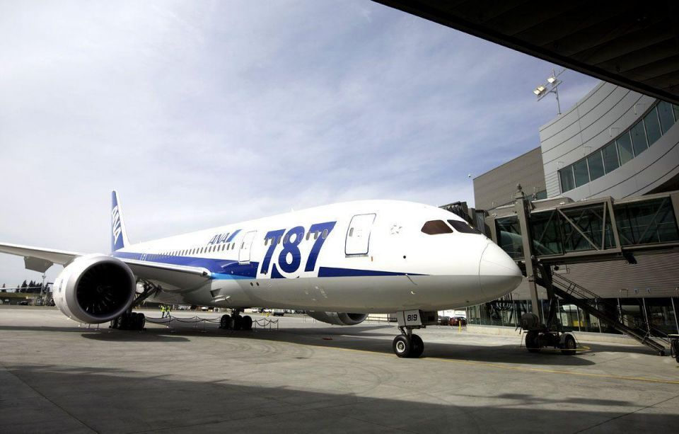 Dreamliner probe looks at condensation, wiring