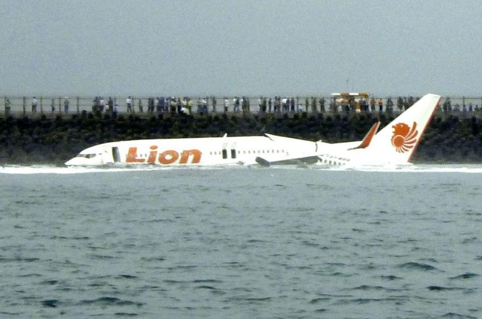 Passengers safe after Lion Air plane skids into sea in Bali