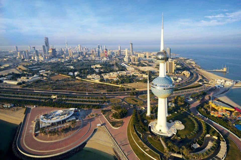 Kuwait's gov't budget surplus shrinks 26% on lower oil prices
