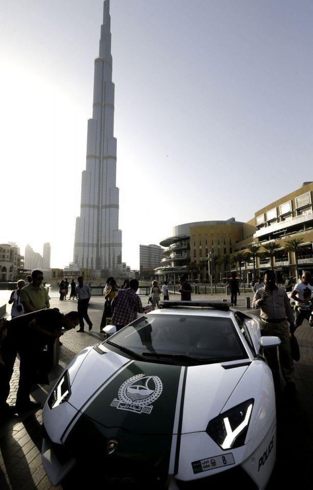 Dubai police on patrol in new Lamborghini