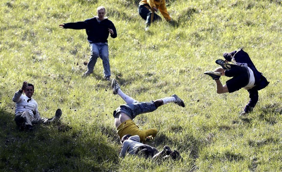 Thousands attend cheese rolling race