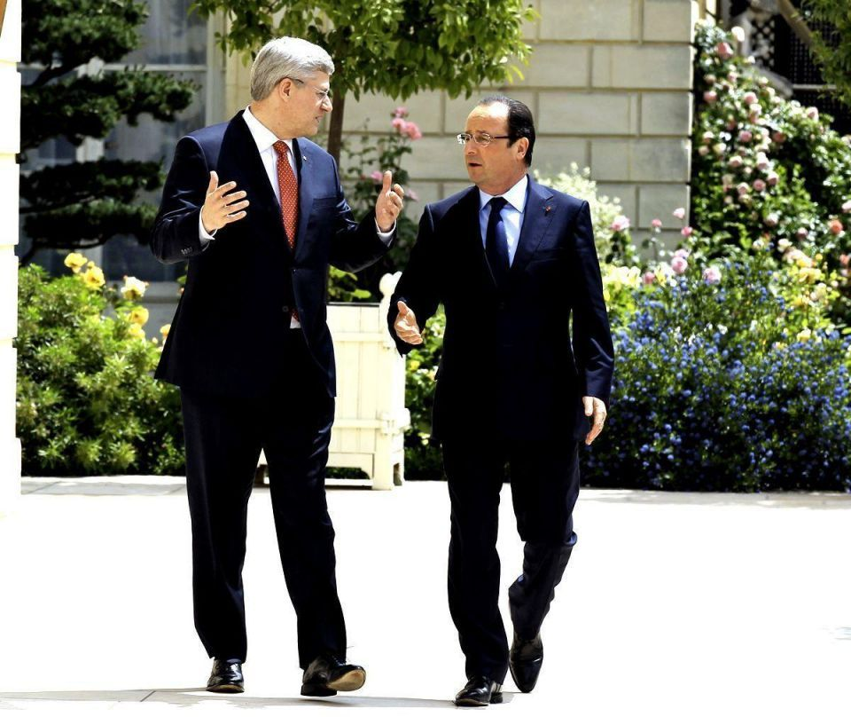 World leaders gather for G8 summit