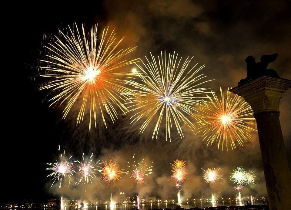 Dubai aims for fireworks world record