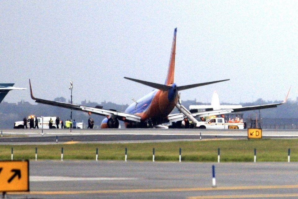 Aircraft lands nose first in US