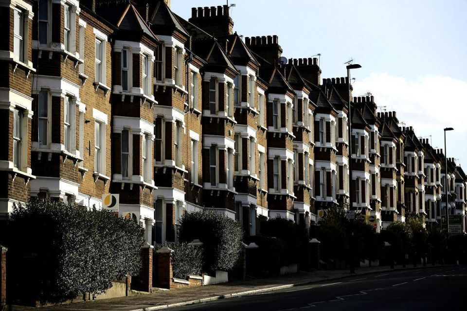 UK in crackdown on expats not paying tax