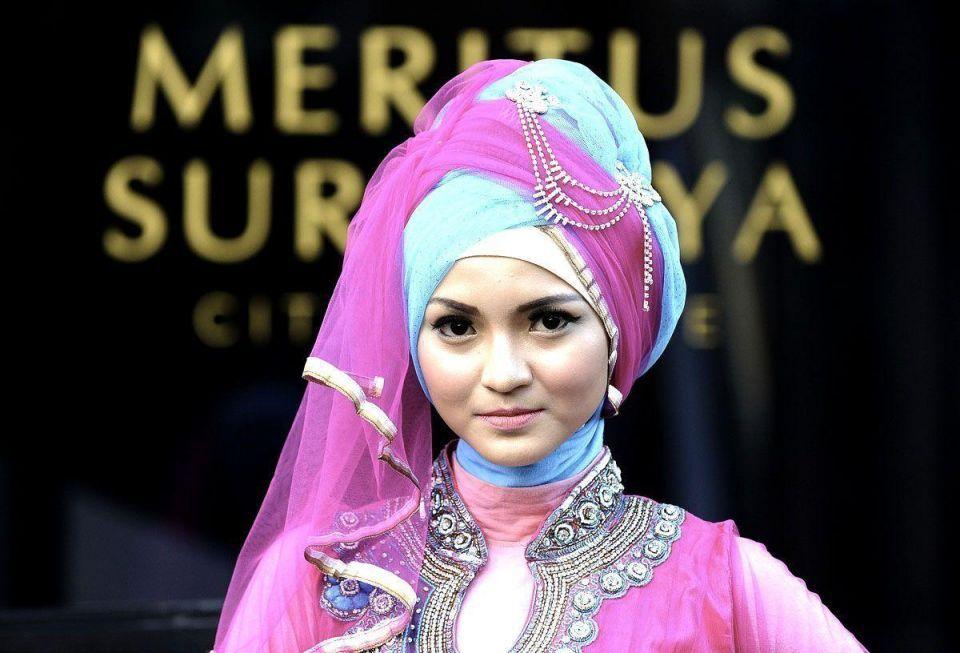 Muslim models in Iftar fashion show