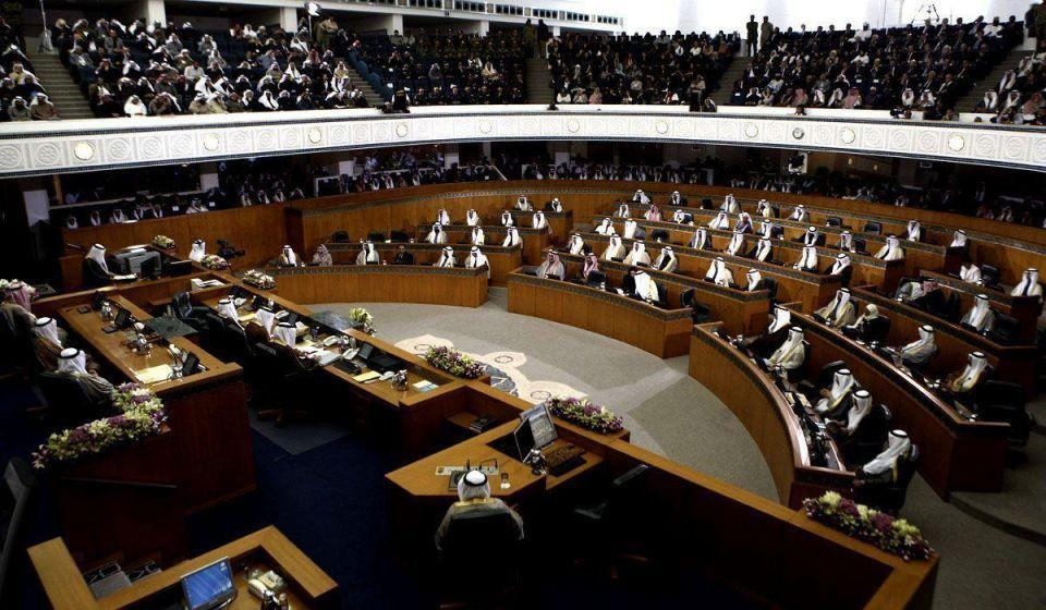 Three Kuwaiti MPs bring Kalashnikovs to parliament
