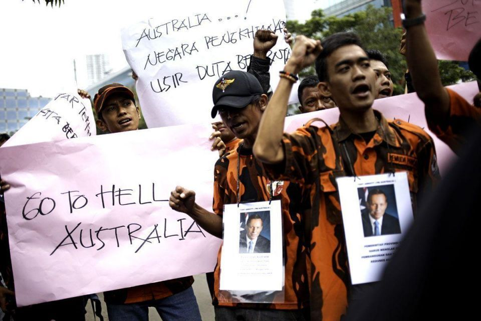 Indonesians protest Australian Embassy