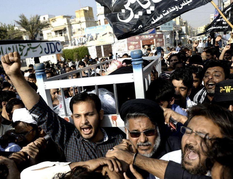 Pakistani Muslims mourn community leader