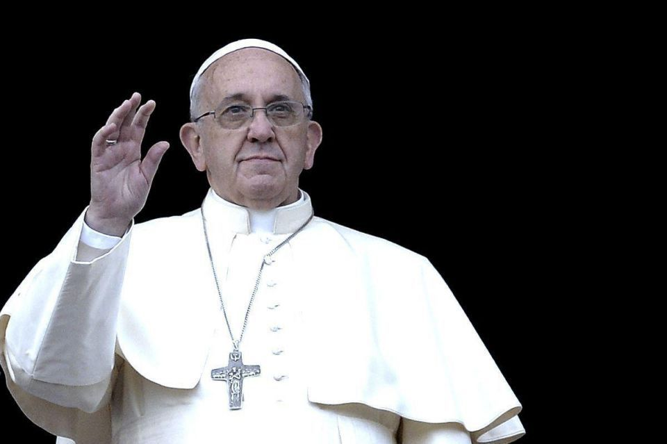 Pope calls on every European parish to host one migrant family each