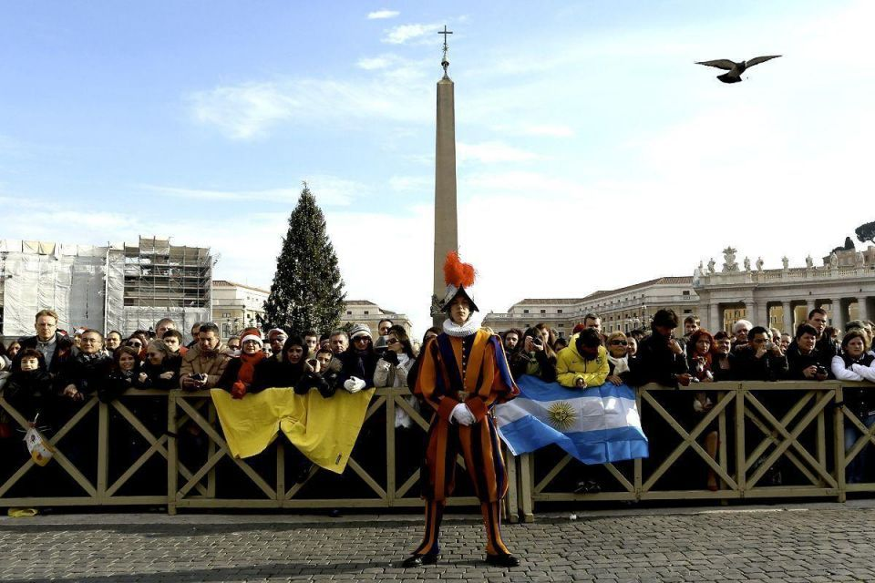 Pope delivers Christmas blessing