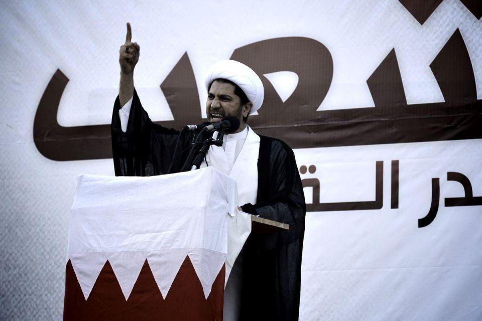 Bahrain detains opposition leader